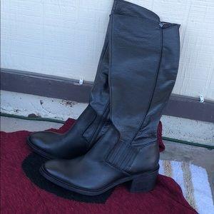 Shoes - Donald J Pliner boots